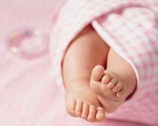婴儿秋季腹泻_新生婴儿腹泻怎么办